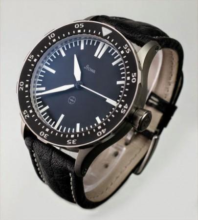 титановые часы Stowa
